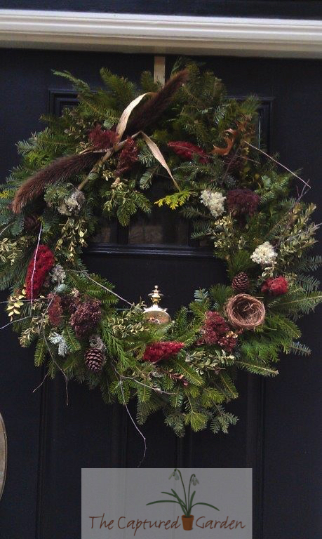 seasonal-wreath-doorway-garden