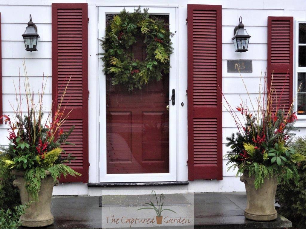 seasonal-wreath-gardne-containers-doorway