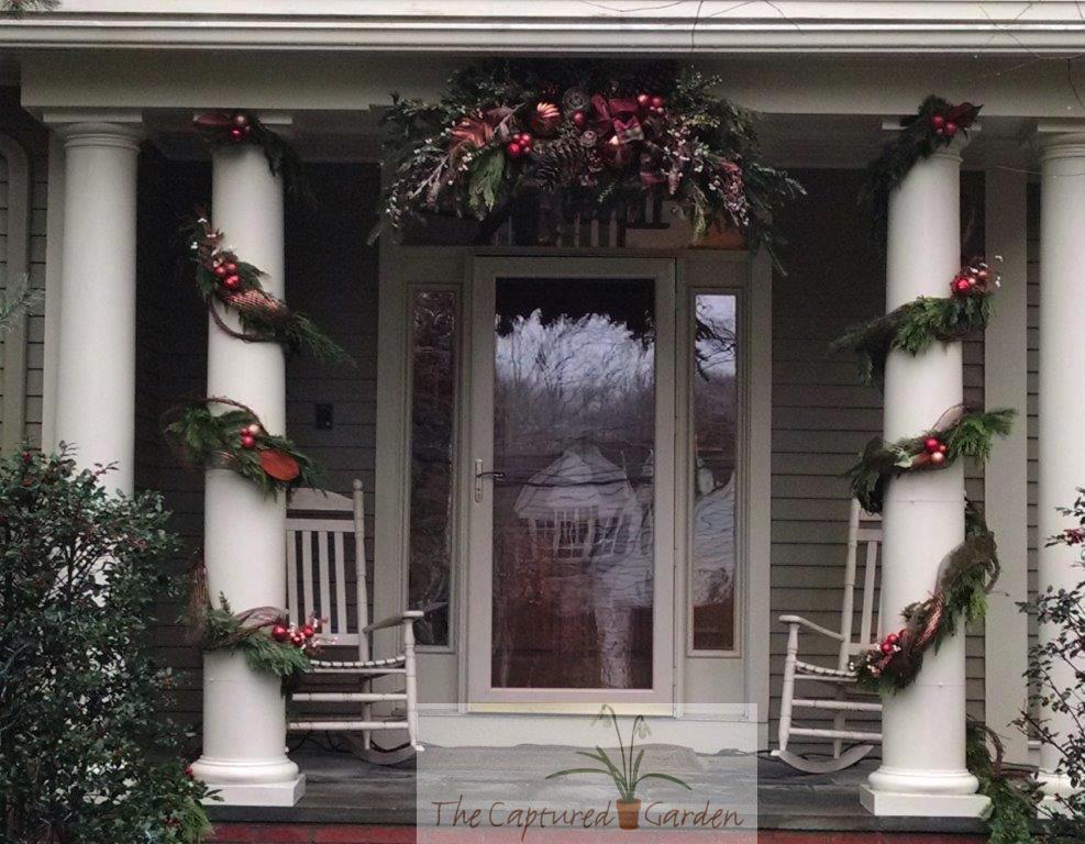 seasonal-wreath-gardne-containers-doorway-2